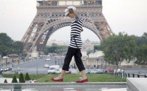 Курьёзы законодательства: в Париже женщинам разрешили носить… брюки!