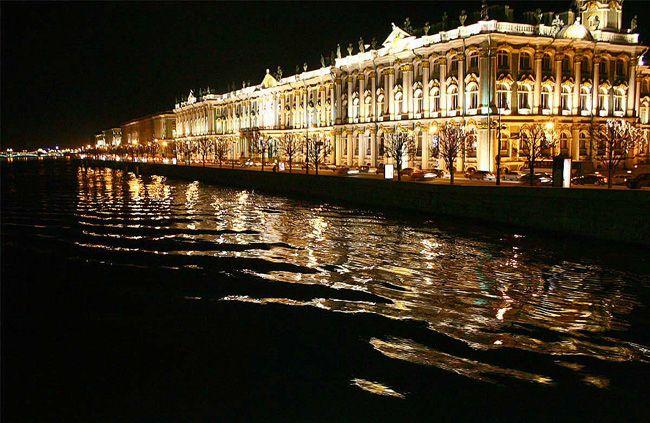 Величественные дворцы города на Неве