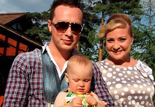 Звезда шоу-биза Люба из «Интернов» осталась одна с ребенком на руках