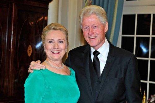 Хиллари и Билл Клинтон обзавелись внучкой