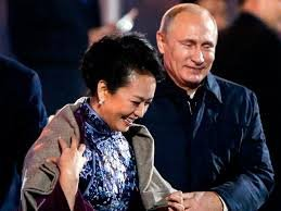 «Ты накинь, дорогая, на плечи…» - Путин решил приударить за супругой Си Цзиньпина