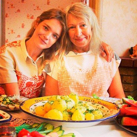 Наталья Водянова о маме и пирожках