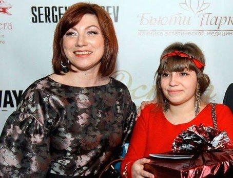 Известная российская сваха открывает новый проект вместе с дочерью