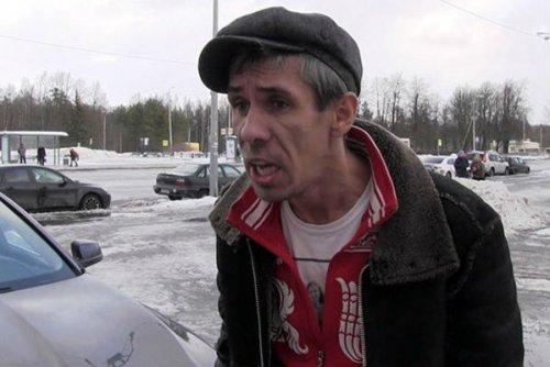 Актер Алексей Панин четвертые сутки живет в машине у железнодорожного вокзала