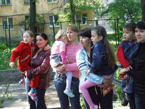 Жители Донецка в панике забирали детей из детских садов