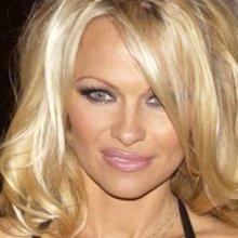 Актриса Памела Андерсон заявила, что муж не удовлетворяет ее в постели