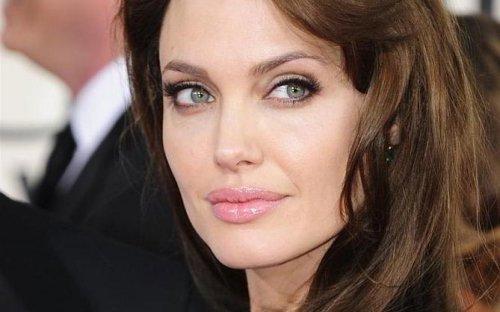 Анджелина Джоли снова сделала операцию по-женски