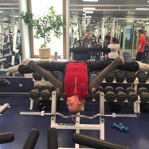 Знаменитая балерина Волочкова снова поражает своими шпагатами