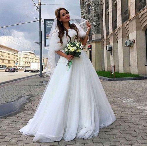 Анна Калашникова пришла в ЗАГС одна