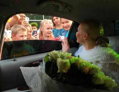 Анастасия Волочкова продемонстрировала шпагат на крыше лимузина