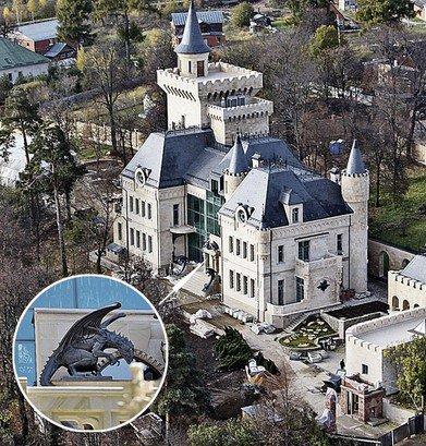 Замок Пугачевой и Галкина рушится