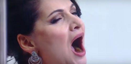 Российская оперная певица перепутала слова Гимна России
