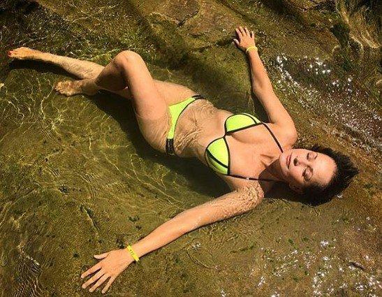 Ольга Кабо поделилась снимком вбикини накануне своего 49-летия