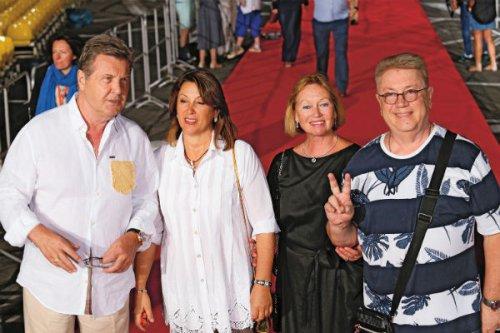 Лев Лещенко подчиняется приказам жены