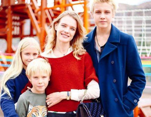 Как воспитывает 5 детей супермодель Водянова и почему не спешит замуж?