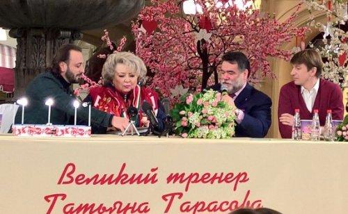 Лучшие фигуристы России отметили 70-летие тренера Тарасовой