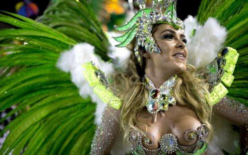 Самба вместо Масленицы: стартовал ежегодный бразильский карнавал