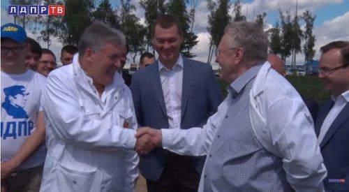 Жириновский и Грудинин поспорили о футболе на клубнику. – Пока ничья, но лидер ЛДПР может проиграть!