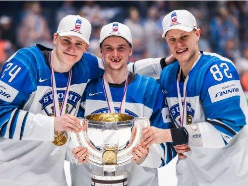 Игроки сборной Финляндии сломали кубок чемпионов мира